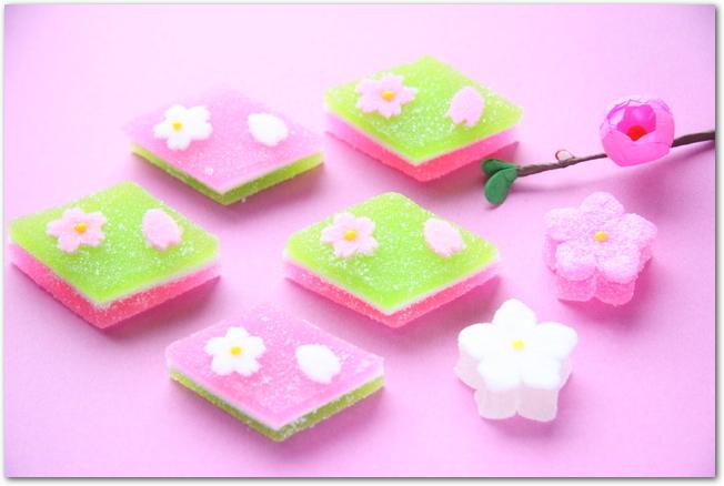 菱餅の形をした和菓子