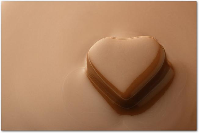 ハート型の液状チョコレートの様子