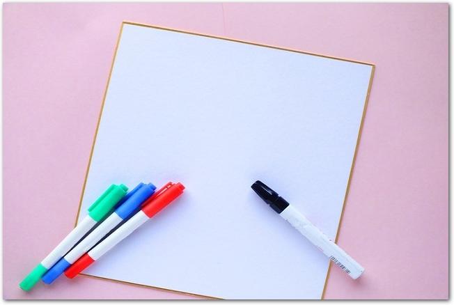 白紙の色紙とサインペン