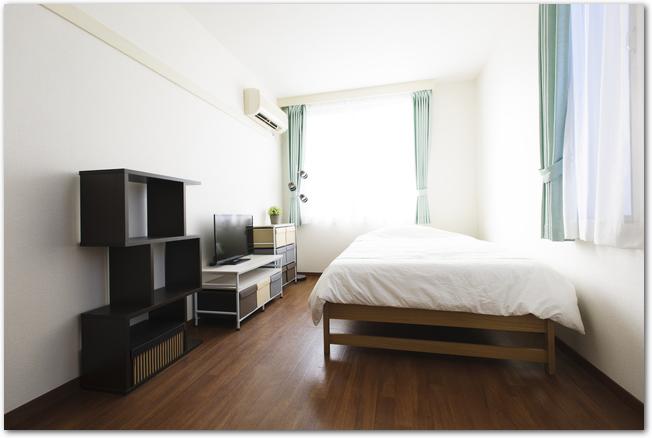 一人暮らし用の清潔感のあるワンルーム