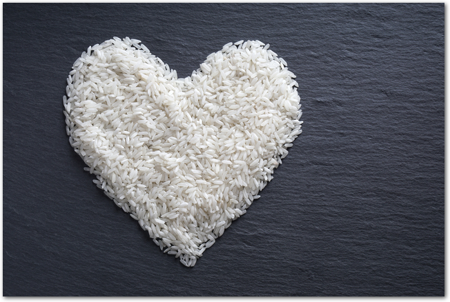 ハート型に置かれたお米の様子