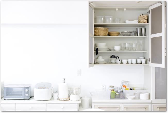 すっきりと収納されたキッチンの様子
