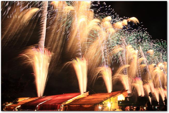 有明海花火フェスタのナイアガラ花火の様子