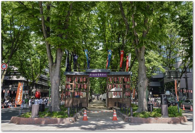 仙台市内の広場でジャズを演奏するミュージシャン