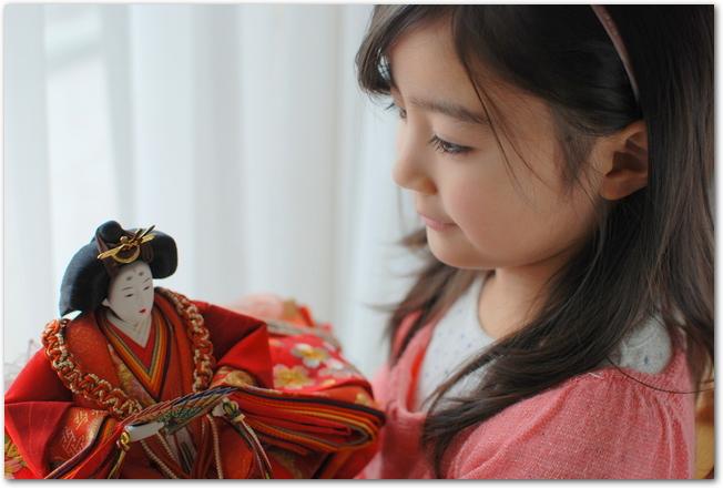 雛人形と少女