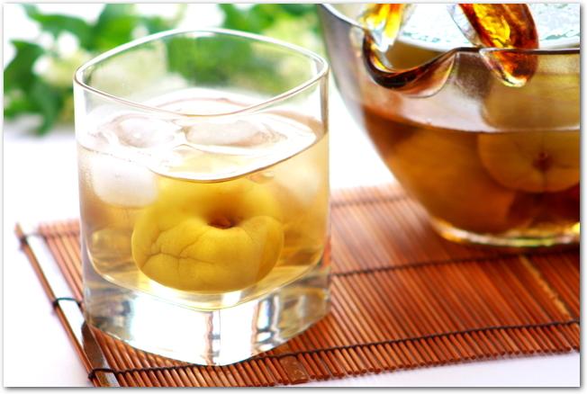 グラスに入った手作りの梅酒